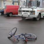 Велосипедист попал под колеса автобуса