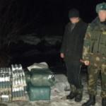 Пограничники поймали нарушителя границы с трикотажем и водкой