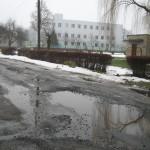 Жители улицы Боженко погрязли в болоте и глубоких ямах