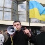 В Луцке националисты забросали коммунистов яйцами