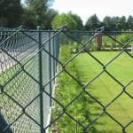Житель Локачинщини снял 50 м сетки из чужого забора, чтобы сдать на металлолом